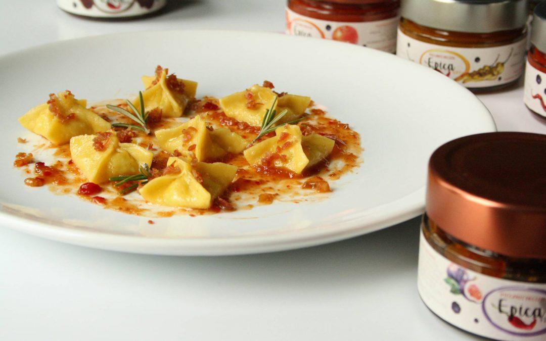 """Piramidi di patate al rosmarino con polvere di culatello e marmellata """"Epica Fico"""""""